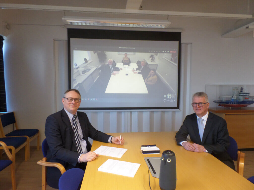 Jyrki Heinimaa, President and CEO of Rauma Marine Constructions, and Håkan Enlund, Executive Vice President of Rauma Marine Constructions, at the signing ceremony in Rauma.