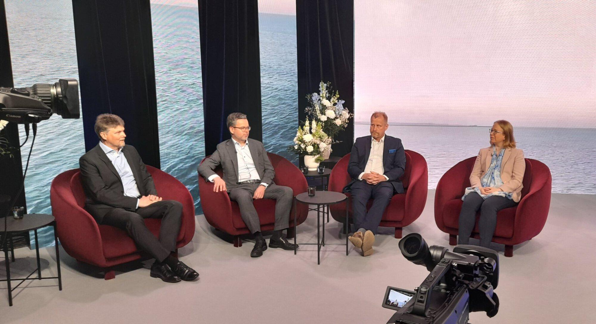 RMC:n järjestämän seminaarin paneeliosuudessa keskusteltiin merenkulun tulevaisuuden käyttövoimista. Keskustelemassa RMC:n myyntijohtaja Mika Laurilehto, ESL Shippingin toimitusjohtaja Matti-Mikael Koskinen, Wärtsilän projektipäällikkö Kenneth Widell ja Traficomin erityisasiantuntija Satu Hänninen.